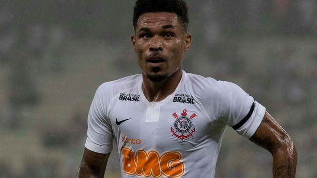 O volante acompanhou pela televisão a estreia do Corinthians no Campeonato Brasileiro