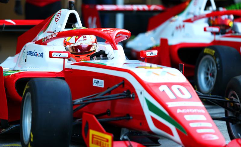 Brasileiro, que integra a Academia da Ferrari, lidera o certame. Foto: Prema Powerteam/Divulgação