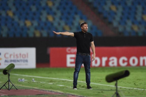 Treinador argentino comandou a equipe na vitória contra o Atlético Goianiense. Foto: Ricardo Duarte/Internacional