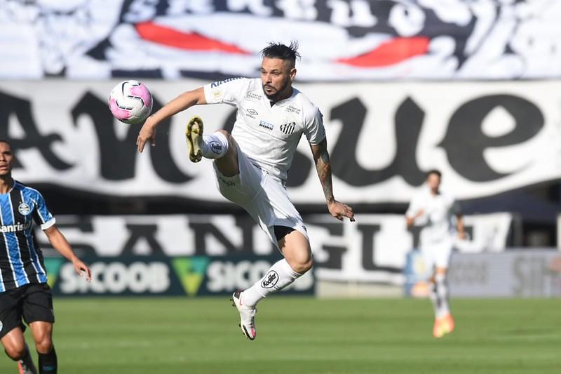 Pará tinha contrato até o final do ano e ficará no Peixe por mais duas temporadas. Foto: Ivan Storti/Santos FC