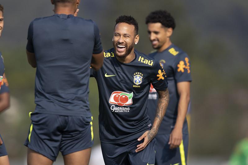 Neymar se lesionou em jogo do PSG contra o Basaksehir, pela Liga dos Campeões. Foto: Lucas Figueiredo/CBF