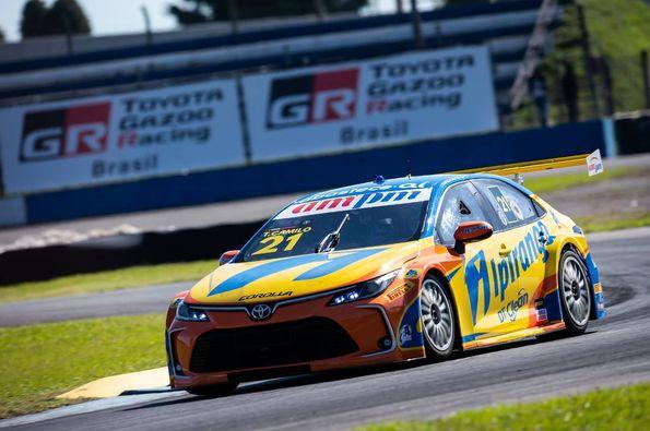 Piloto da Ipiranga Racing chegou a perder a liderança após largar na pole. Foto: Duda Bairros/Vicar