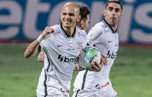 Lateral marcou o gol corintiano na partida. Foto: Rodrigo Coca/Ag. Corinthians