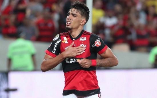 O Flamengo vive a expectativa de negociá-lo para fazer caixa antes da virada do ano