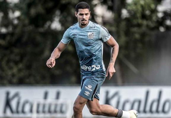 Lucas Veríssimo é um dos jogadores infectados no Santos. Foto: Ivan Storti/Santos FC