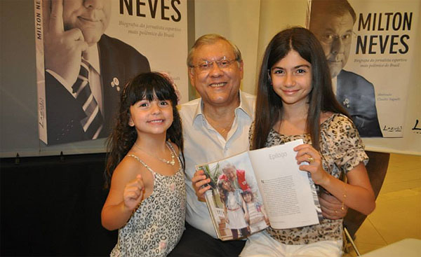 Com as netas Mabê e Giulia em 11 de novembro de 2013. Foto: Marcos Júnior Micheletti/Portal TT