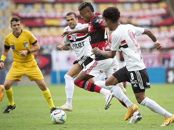 No último encontro entre as duas equipes, vitória por 4 a 1 do Tricolor. Foto: Alexandre Vidal/Flamengo