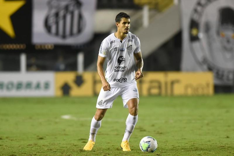 Zagueiro santista deve desembarcar em Lisboa no mês de janeiro. Foto: Ivan Storti/Santos FC