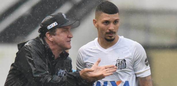 Cuca não terá Alison, suspenso, à disposição diante do Corinthians