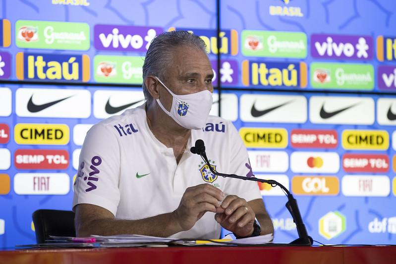 Treinador do Brasil destacou que deve repetir diante da Celeste o mesmo time que venceu a Venezuela. Foto: Lucas Figueiredo/CBF