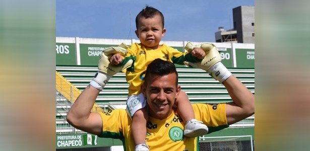 O atual treinador do Fortaleza encerrou sua mensagem carinhosa pedindo para que o garoto se espelhe no pai