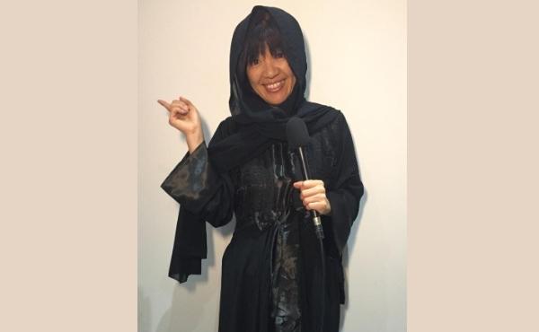 Os shorts que Kiyomi costuma usar nas viagens darão lugar a uma Abaya