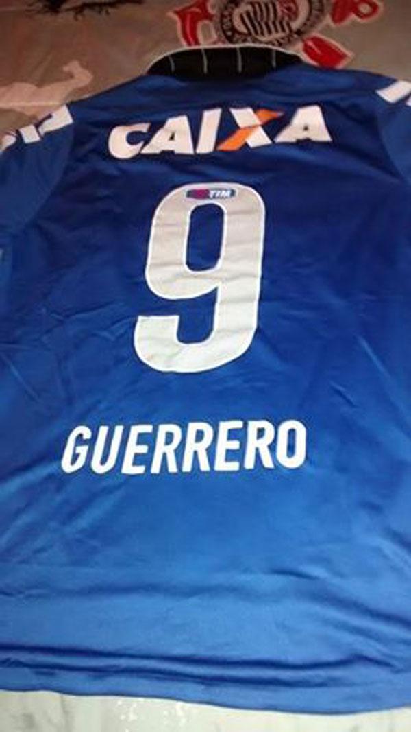 53267c2643c74 ... Paulo e do Santos FC que não recebemos nem uma para pelo menos ter umas  6 camisas de cada clube porque o corinthians doou mais de 10 camisas e a  maquete