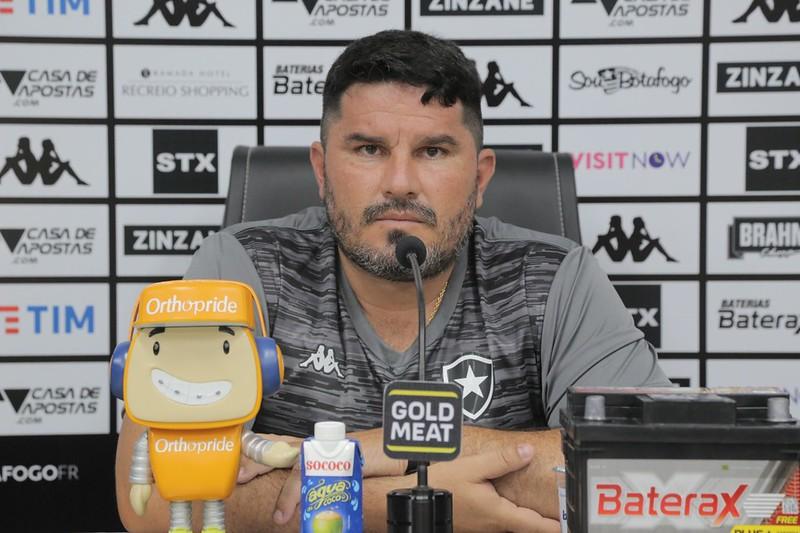 Treinador precisará sua estreia no Fogão por conta da doença. Foto: Gabriel Baron / Botafogo