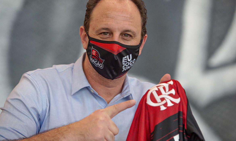 Airton Gontow é jornalista, cronista e diretor do site de relacionamento Coroa Metade. Foto: Alexandre Vidal/Flamengo