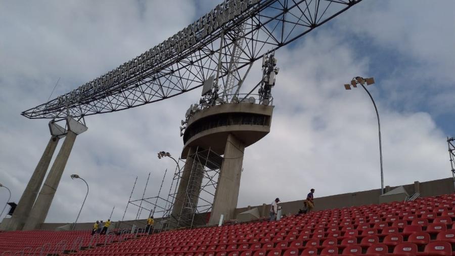 A recomendação da FIFA é de que os painéis instalados em arenas e estádios possuam resolução P20 (pixels de 20mm)
