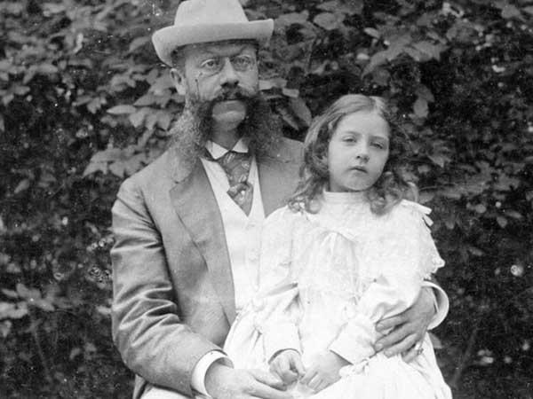 Emil Jellinek e sua filha, cujo nome foi adotado no carro. Foto: Divulgação