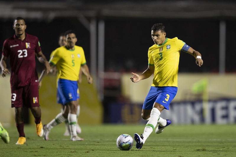 Atualmente no Chelsea, Thiago Silva tem 36 anos. Foto: Lucas Figueiredo/CBF