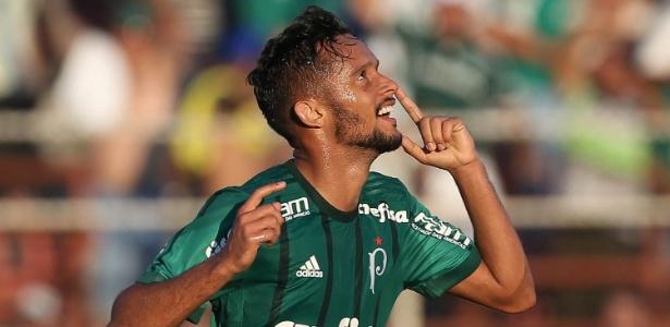Gustavo Scarpa marcou duas vezes na vitória do Palmeiras sobre o Ituano