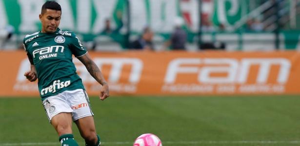 Dudu em ação pelo Palmeiras durante jogo contra o Grêmio. Foto: Daniel Vorley/AGIF