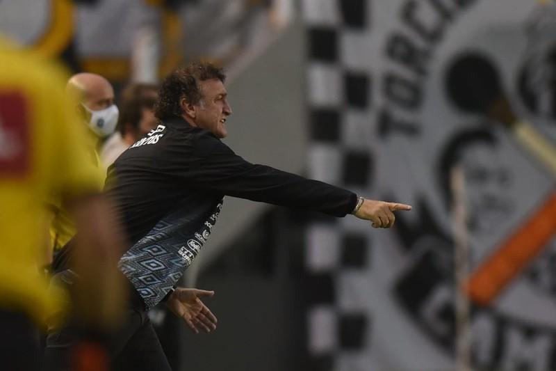 Treinador do Santos destacou a importância de Lucas Veríssimo e Luan Peres. Foto: Ivan Storti/Santos FC