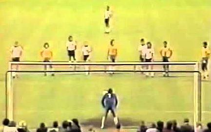 Saudoso goleiro se destacou na partida durante a preparação para a Copa de 1982. Foto: Reprodução