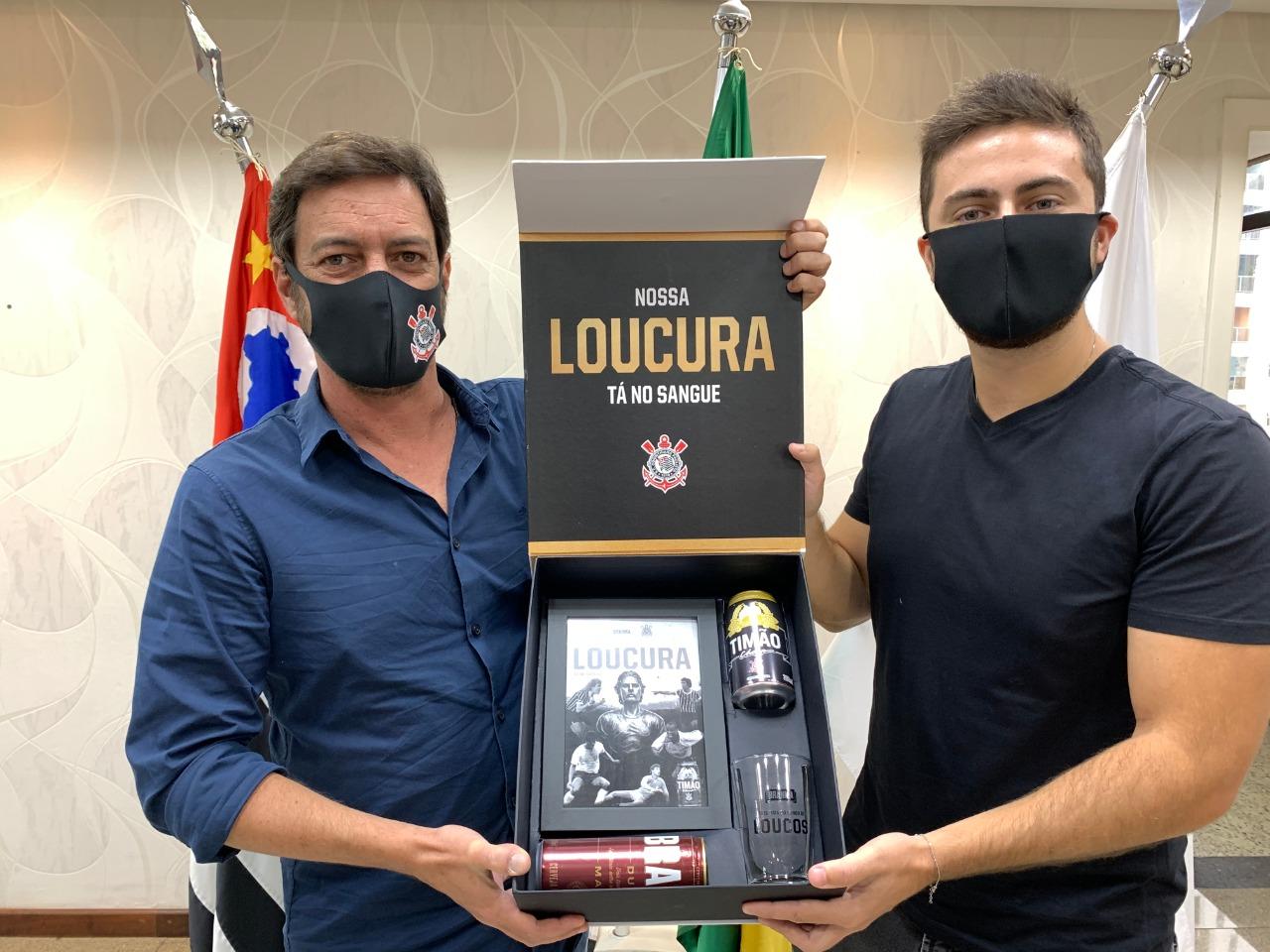 Duílio Monteiro Alves e Harry Racz, da Ambev. Foto: Divulgação/Corinthians