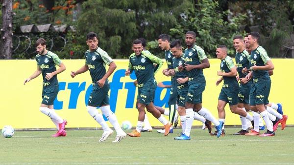 Jogadores alviverdes durante treino no CT da Barra Funda. Foto: Cesar Greco/Palmeiras