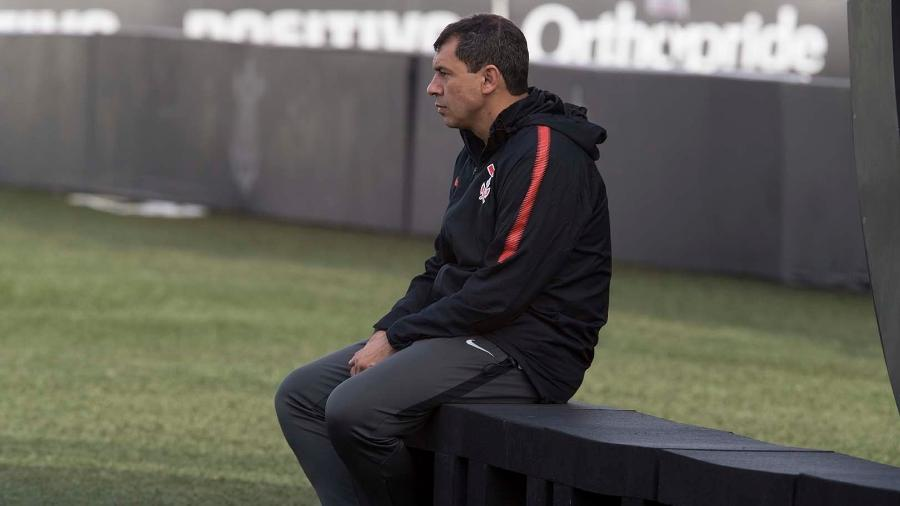 Por maior privacidade, Fábio Carille passa a comandar mais treinos fechados no CT Joaquim Grava