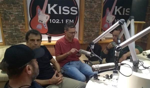 Treinador com os integrantes do Na Geral, nos estúdios da Kiss FM. Foto: Meire Félix/Tuddo Comunicação