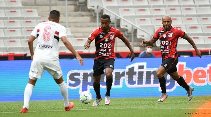 Confronto aconteceu na Arena da Baixada. Foto: Divulgação/Athletico-PR