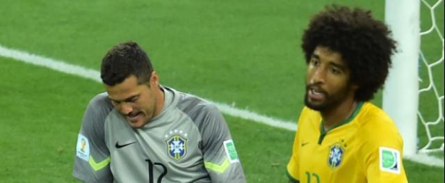 Zagueiro diz que seleção seria goleada mesmo com Neymar e Thiago Silva em campo