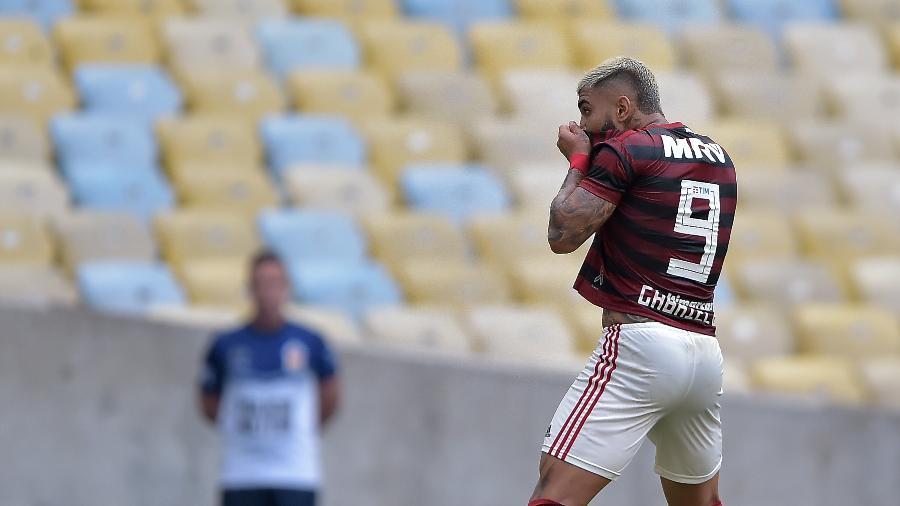 Gabigol comemora gol do Flamengo contra o Athletico-PR