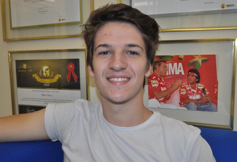 Piloto gaúcho esteve na redação do Portal Terceiro Tempo. Foto: Marcos Júnior Micheletti/Portal TT