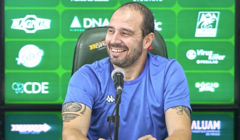 Allan Aal falou durante coletiva em Campinas. Foto: Guarani/Divulgação