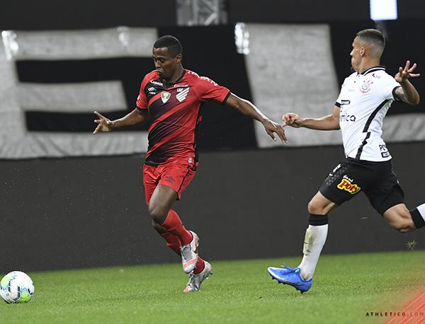 Timão esteve três vezes em vantagem, mas o Furacão buscou o empate. Foto: Divulgação/Athletico-PR