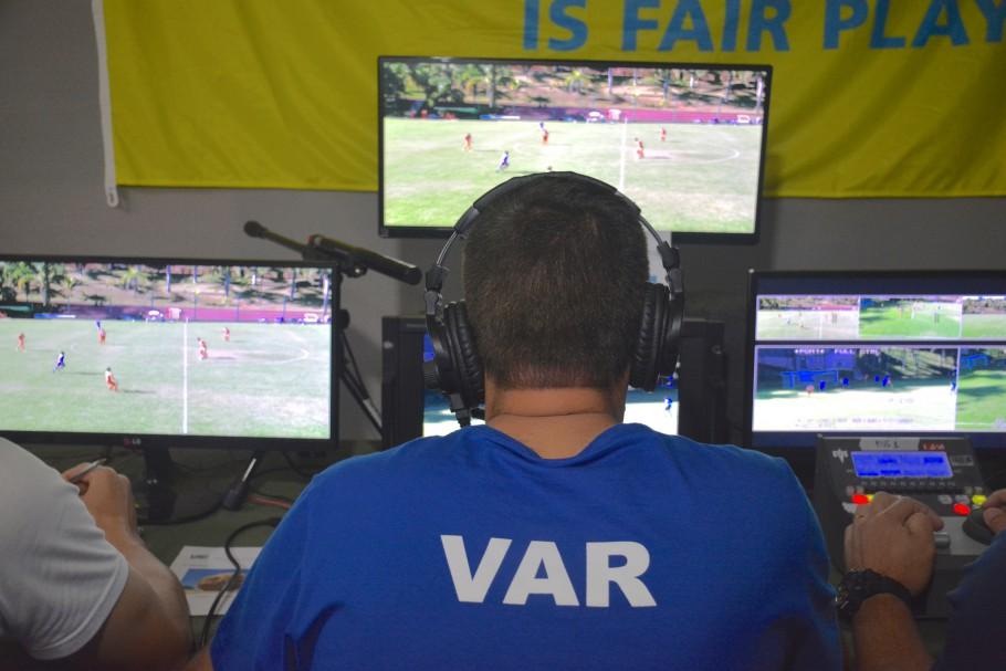 O fato é que a arbitragem brasileira é ruim e a tecnologia apenas potencializa essa deficiência. Foto: Divulgação/CBF