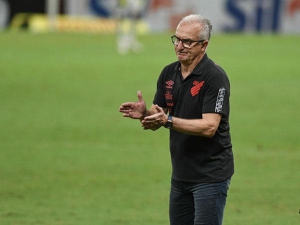 Desempregado, treinador destacou que os clubes não dão tempo aos profissionais. Foto: Fabio Wosniak/Site Oficial do CAP