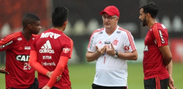 Dorival Júnior vive panorama delicado por uma série de fatores no Flamengo