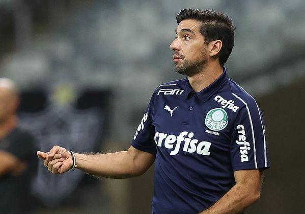 Treinador português tem reclamado do desgaste causado pelo calendário brasileiro. Foto: Cesar Greco