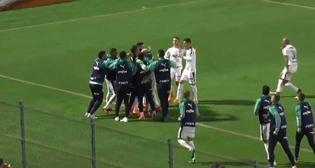 Equipe alviverde derrotou a Chapecoense. Foto: TV UOL/Reprodução