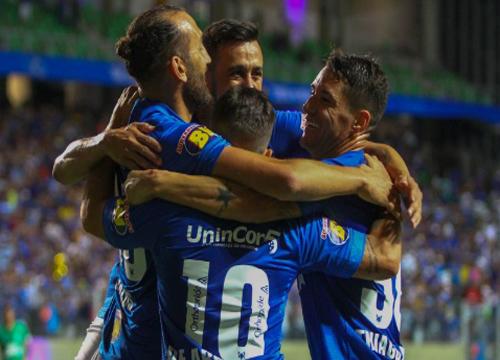 Mano Menezes não poderá contar com três atletas para o duelo