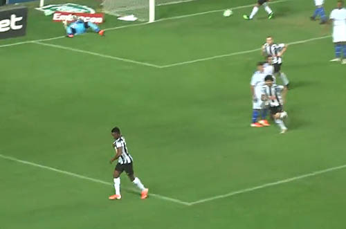 Galo não teve dificuldade para vencer o time alagoano. Foto: TV UOL/Divulgação