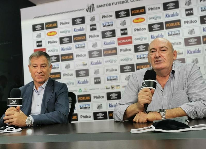 Treinador santista foi apresentado ao lado do presidente Andrés Rueda. Foto: Guilherme Kastner/Santos FC