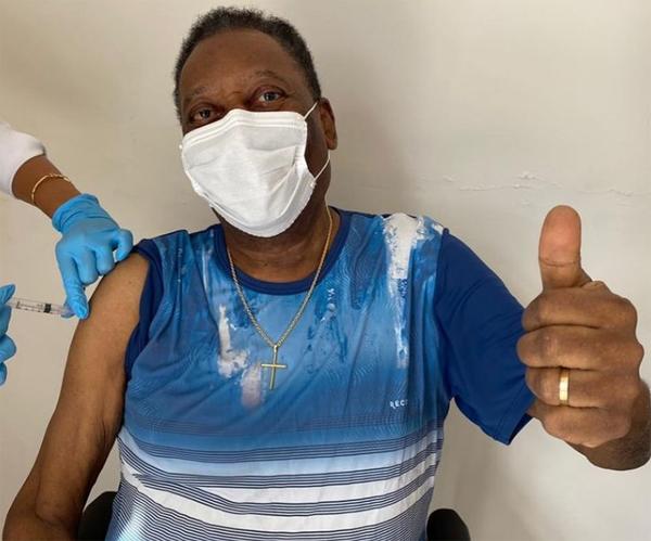 Rei do Futebol foi vacinado em Santos, onde reside. Foto: Instagram