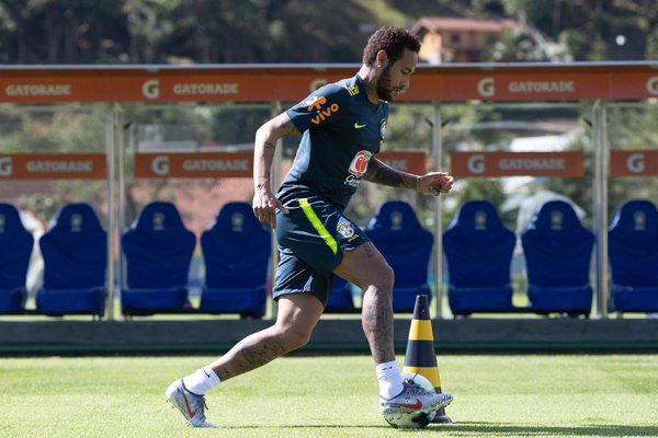 Neymar em ação nos treinos da seleção brasileira. Foto: Lucas Figueiredo/CBF/Via UOL