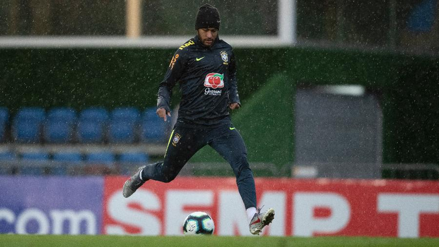 Neymar durante o penúltimo treino na Granja Comary antes da Copa América