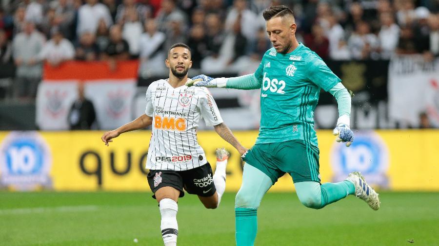 Flamengo busca não ser vazado, enquanto Corinthians terá de ir ao ataque. Foto: Marcello Zambrana/AGIF