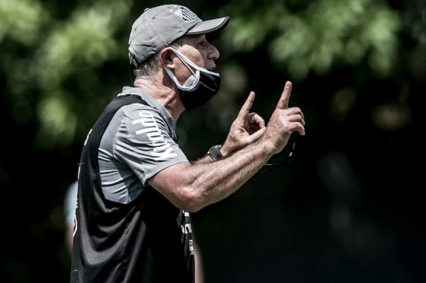 Técnico Ariel Holan terá o Deportivo Lara como adversário. Foto: Divulgação/Santos