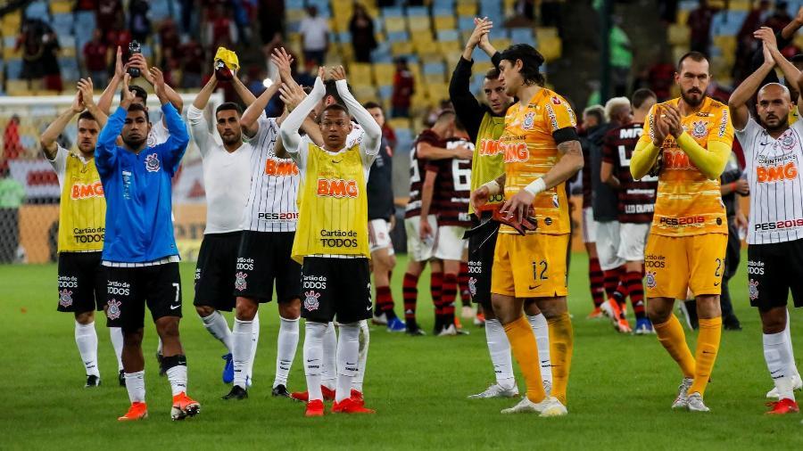 Elenco do Corinthians aplaudiu torcida ao final da derrota por 1 a 0 para o Flamengo. Foto: Rodrigo Gazzanel/Ag. Corinthians